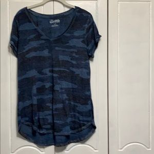 Lucky Brand v-neck short sleeve blue camp tee L